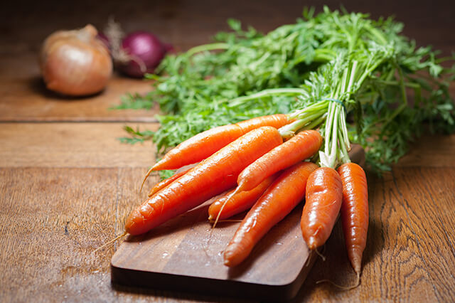 Må hunde spise gulerødder?